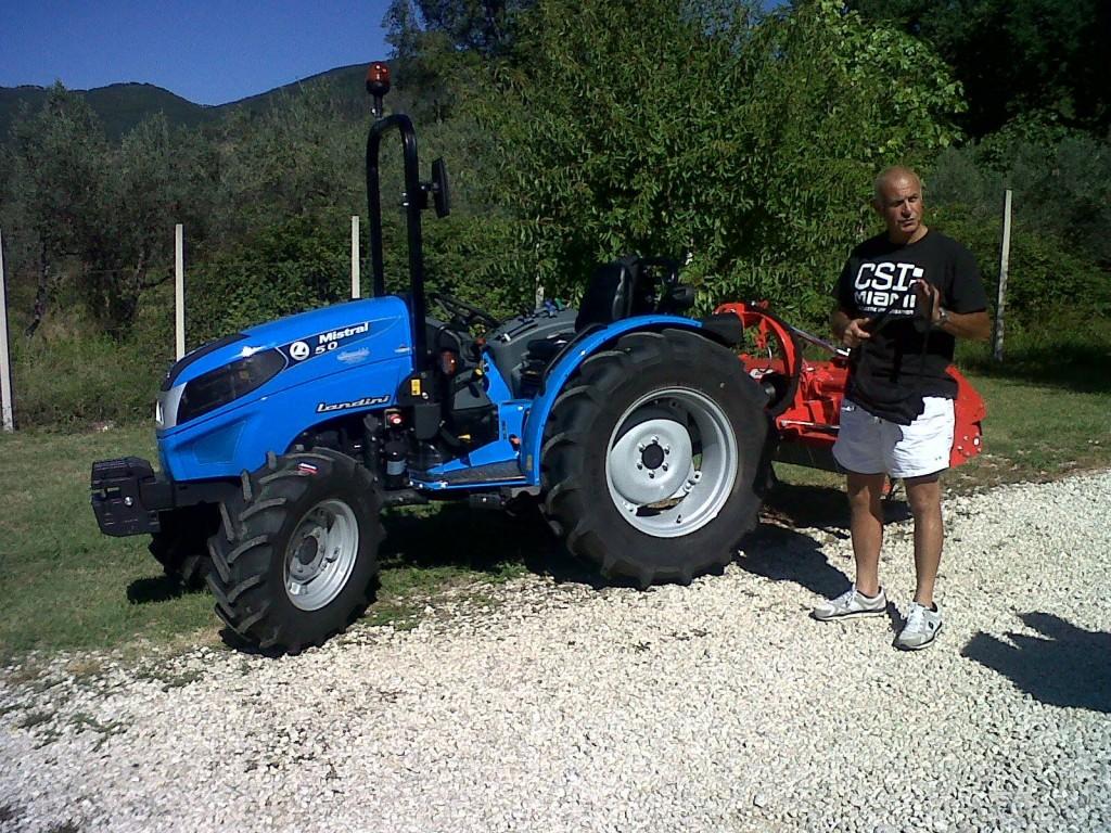 marchio Landini Tractors ed alla nostra concessionaria, acquistando il MISTRAL 50 DT con Trincia MASCHIO modello BARBI 180 con spostamento idraulico.